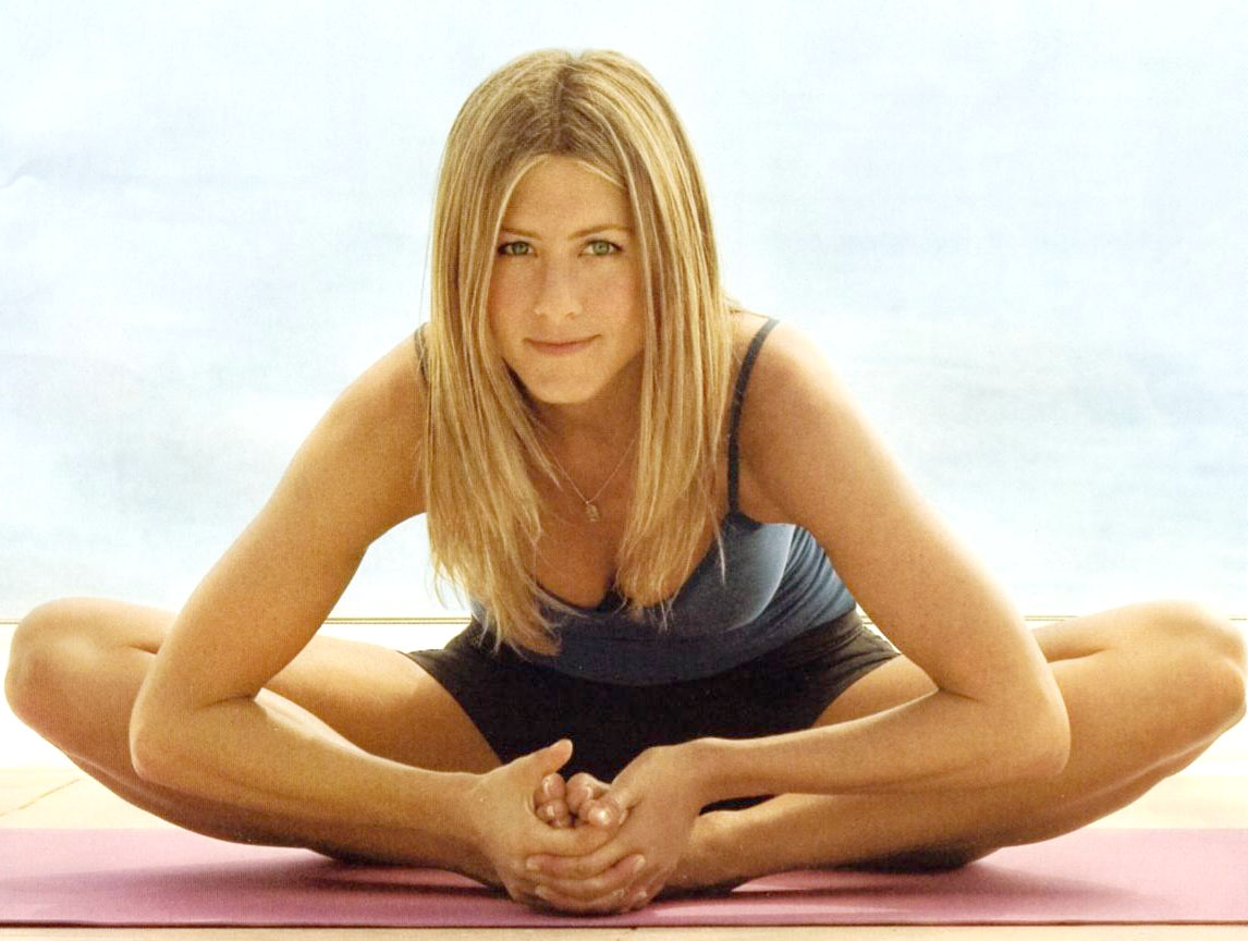 jennifer aniston yoga